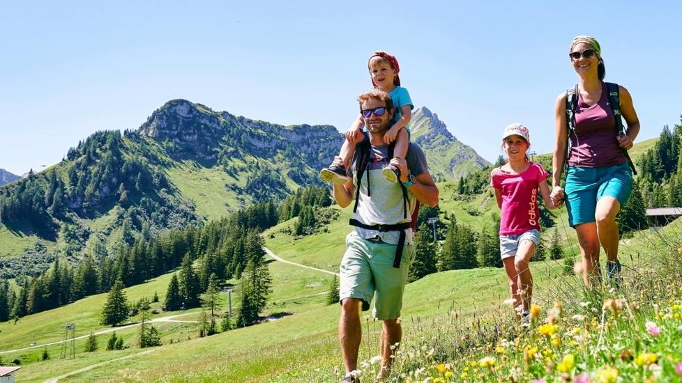 Wandern-Bewegen-FrischeLuft-Immunsystem-Schwitzen-Natur-Berge-02-1